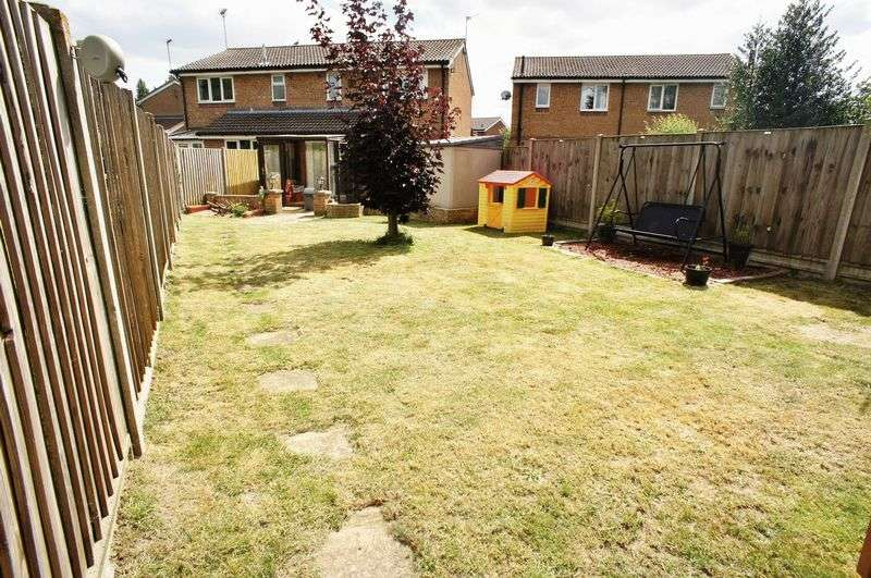 3 Bedrooms Semi Detached House for sale in Campernell Close, Brightlingsea