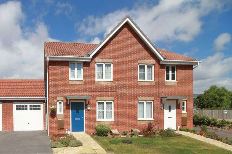 3 Bedrooms Semi Detached House for sale in Butts Mead, Littlehampton