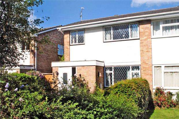 3 Bedrooms Semi Detached House for sale in The Haven, Littlehampton, West Sussex, BN17