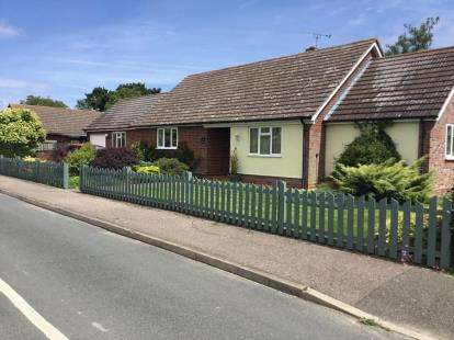 4 Bedrooms Bungalow for sale in Stutton, Ipswich, Suffolk