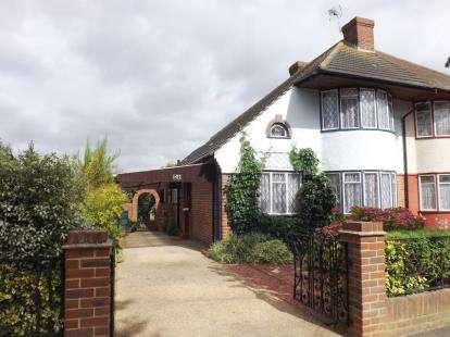 3 Bedrooms Semi Detached House for sale in Elm Park