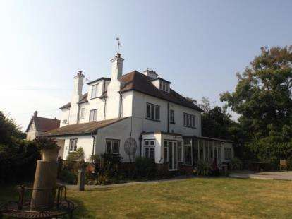 7 Bedrooms Detached House for sale in Frinton-On-Sea, Essex