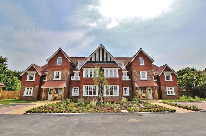 2 Bedrooms Apartment Flat for sale in Hurst Grange, Parkfield Road, Tarring, BN13