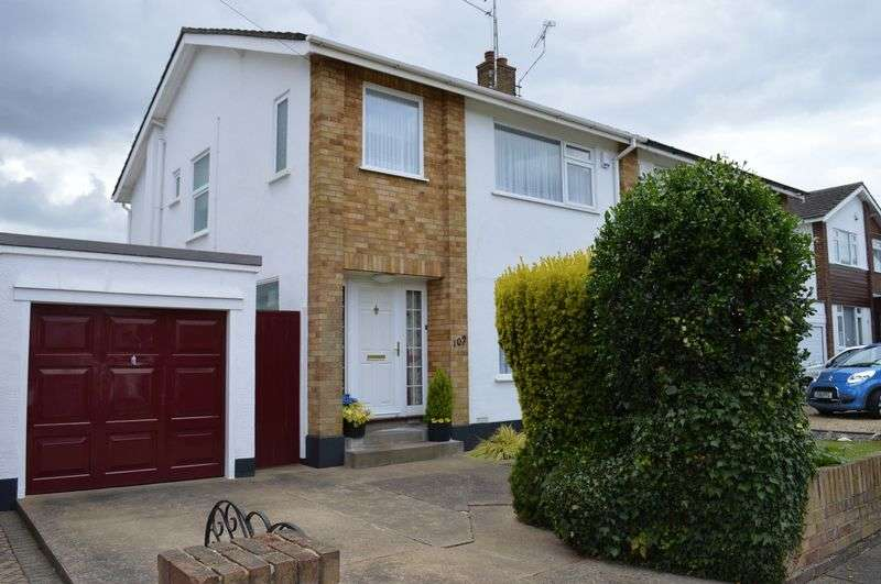 3 Bedrooms Semi Detached House for sale in Ashurst Avenue, Southend-On-Sea