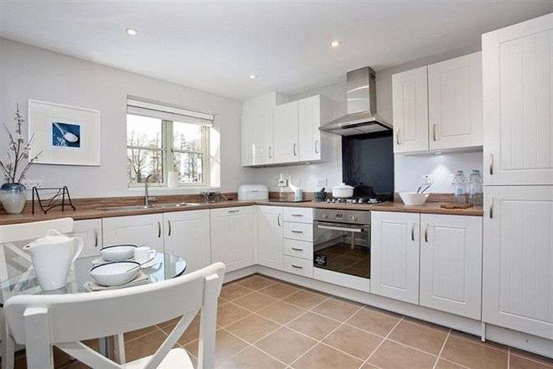 4 Bedrooms Semi Detached House for sale in Gotherington Lane, Cheltenham