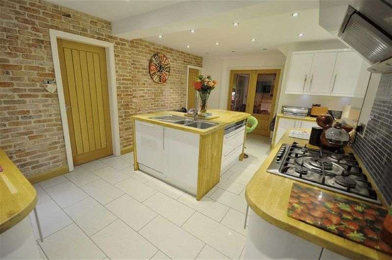 4 Bedrooms Detached House for sale in Birch Lea Close, Bury