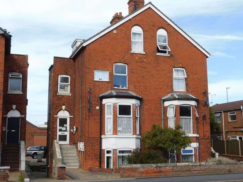 3 Bedrooms Flat for sale in 16 Wainfleet Road, Skegness, Lincs, PE25 3QP