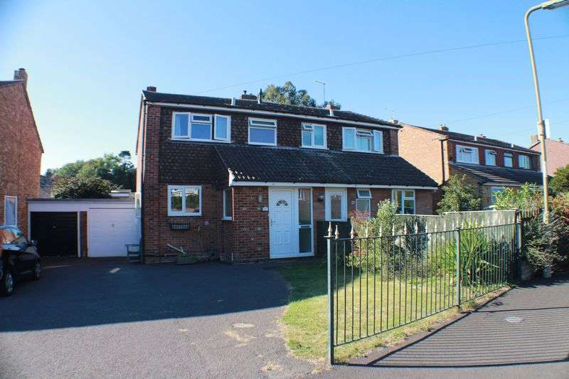 3 Bedrooms Semi Detached House for sale in Ambledale, Sarisbury Green, Southampton
