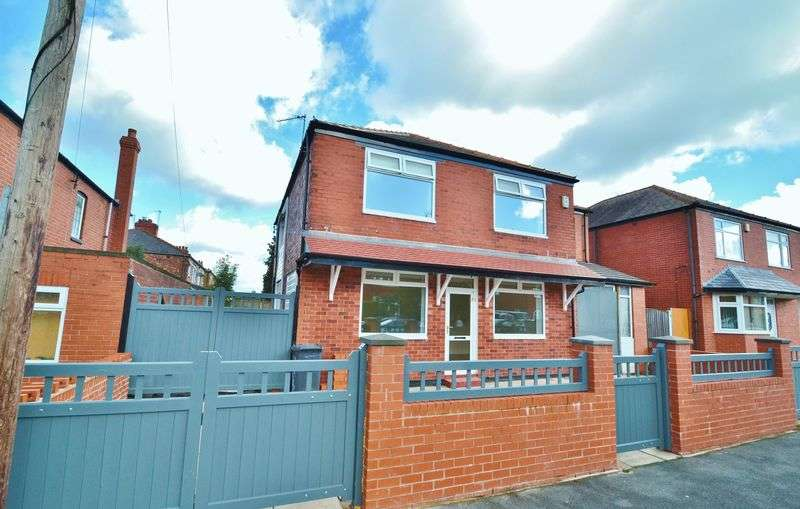 4 Bedrooms Semi Detached House for sale in Orient Road, Salford