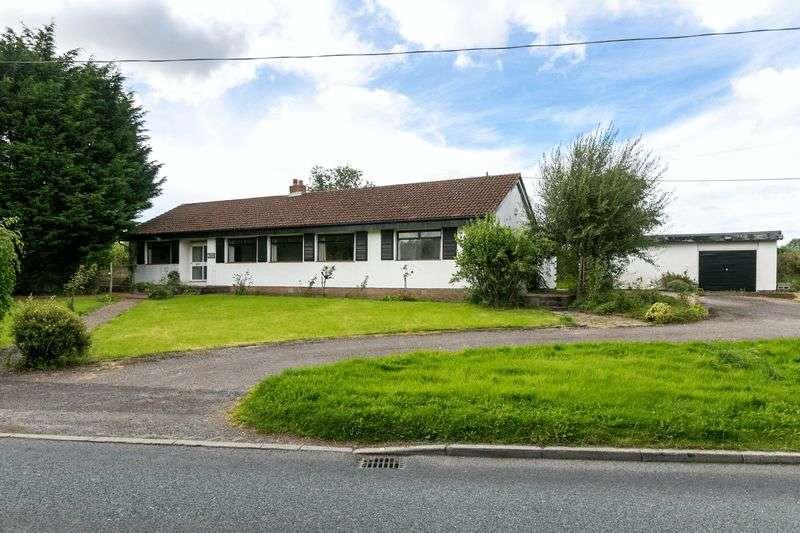 4 Bedrooms Detached Bungalow for sale in White Lodge Bungalow, Ulnes Walton Lane, PR26 8LT
