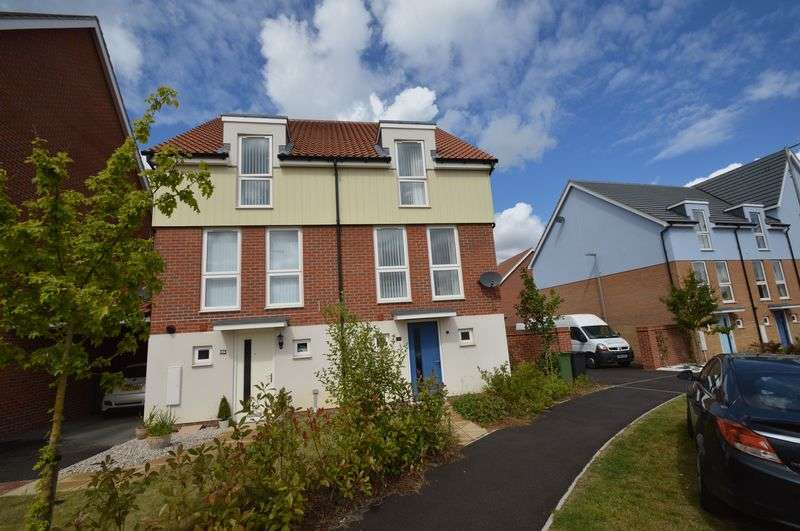 3 Bedrooms Semi Detached House for sale in Poethlyn Drive, Norwich
