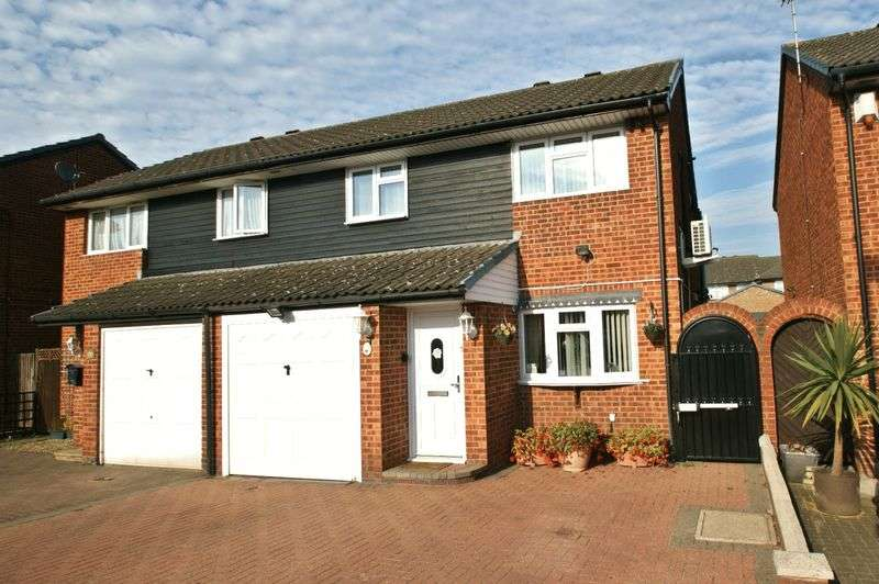 4 Bedrooms Semi Detached House for sale in Copperfields Way, Harold Wood