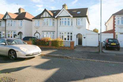 4 Bedrooms Semi Detached House for sale in Cadogan Gardens, South Woodford, London
