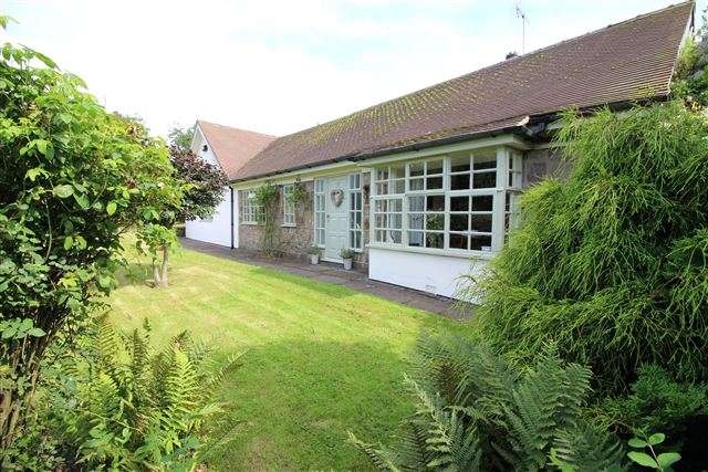 3 Bedrooms Detached House for sale in Woodhouse Lane, Brown Edge, Stoke-on-Trent, ST6 8RG