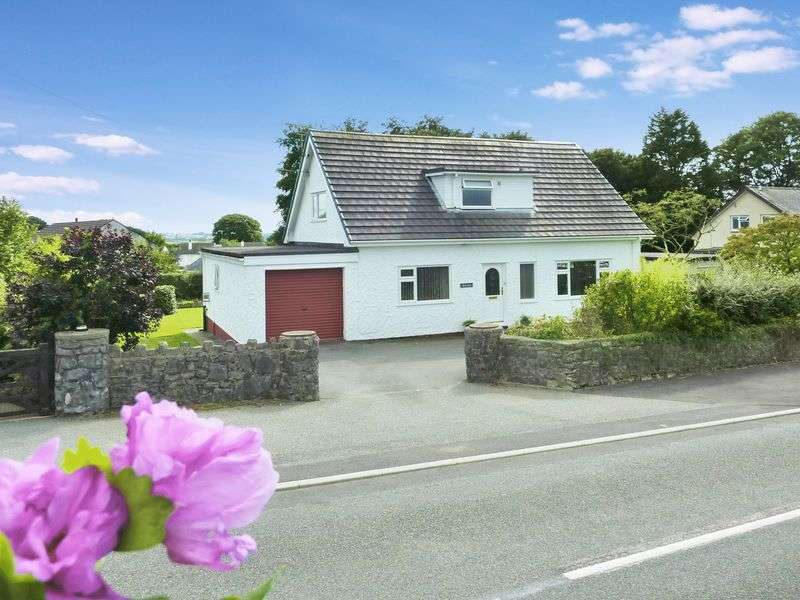 3 Bedrooms Detached House for sale in Talwrn, Llangefni, Anglesey.