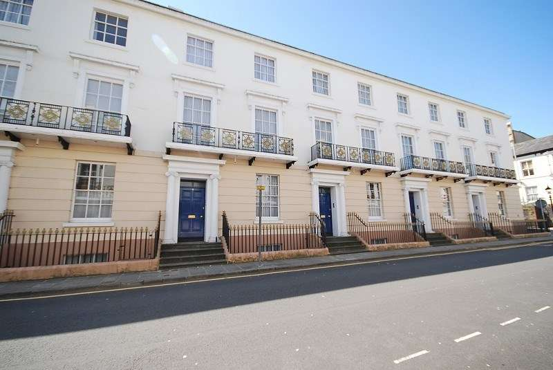 2 Bedrooms Flat for sale in Outstanding Victorian ground floor Maisonette, 4a Victoria Place, Newport