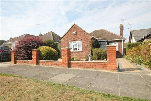 3 Bedrooms Bungalow for sale in Mountview Road, East Clacton