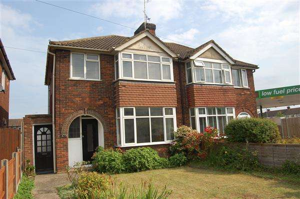 3 Bedrooms Semi Detached House for sale in Bicester Rd, Aylesbury