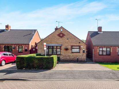 2 Bedrooms Bungalow for sale in Devonshire Close, Huthwaite, Sutton-in-Ashfield