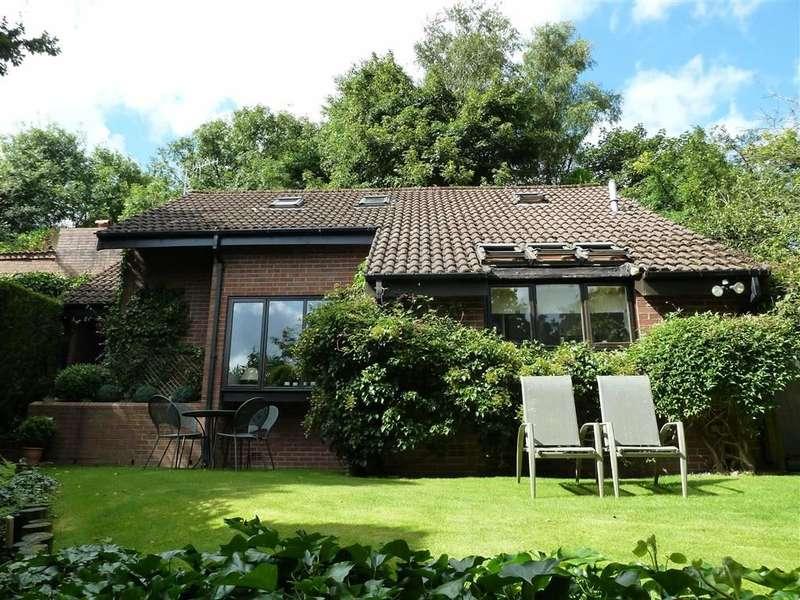 4 Bedrooms Property for sale in Oldham Road, Grasscroft, SADDLEWORTH, OL4