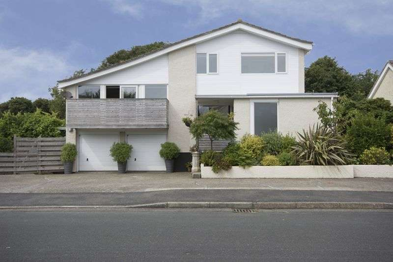 5 Bedrooms Detached House for sale in Mountain View, IM7 5EW