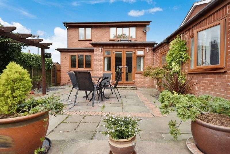 4 Bedrooms Detached House for sale in Belgrave Mount, Wakefield