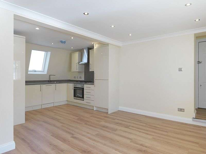 3 Bedrooms Flat for sale in Thorkhill Road, Thames Ditton, KT7