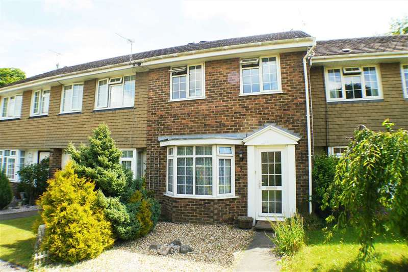 2 Bedrooms Terraced House for sale in Holly Close, Storrington
