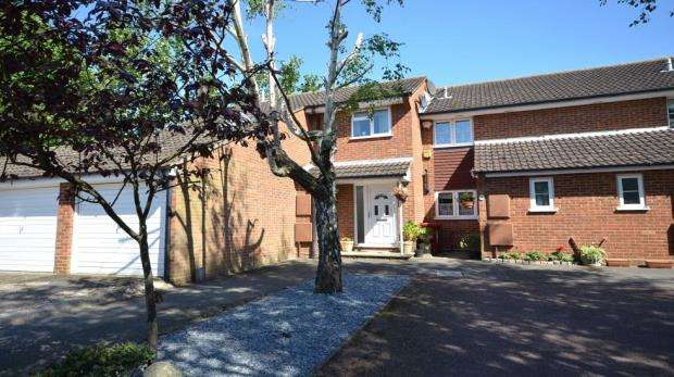 4 Bedrooms End Of Terrace House for sale in St. Michaels Court, Slough, Berkshire