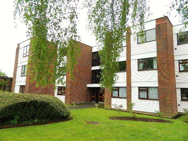 1 Bedroom Flat for sale in Beech Copse, South Croydon, Surrey, CR2 7ES