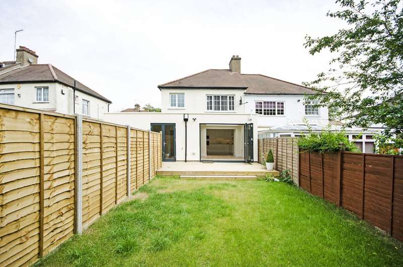3 Bedrooms Flat for sale in Oakleigh Crescent, East Barnet, N20