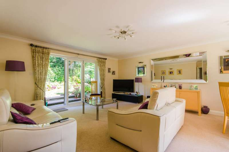 3 Bedrooms Bungalow for sale in Holly Close, Sutton, SM6