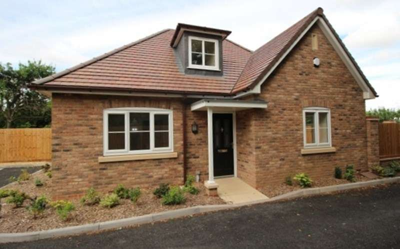2 Bedrooms Detached Bungalow for sale in Penkridge Gardens, Off Stafford Road, Wolverhampton