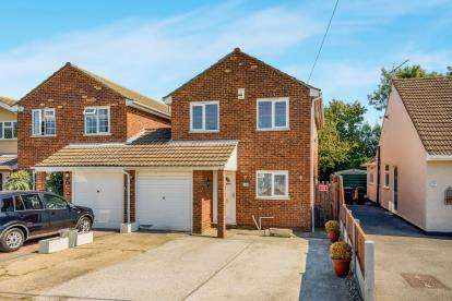 4 Bedrooms Link Detached House for sale in Hullbridge, Hockley, Essex
