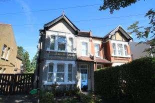 Flat for sale in Morton Gardens, Wallington