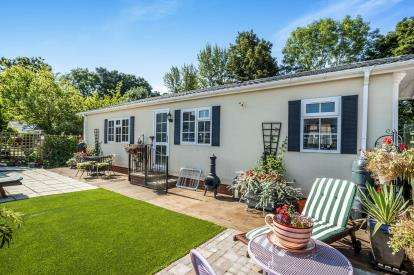 2 Bedrooms Mobile Home for sale in Scatterdell Park, Scatterdells Lane, Chipperfield, Kings Langley