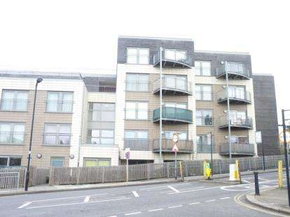 1 Bedroom Flat for sale in Bridgepoint House, Sudbury Heights Avenue, Greenford