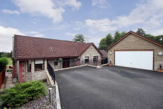 4 Bedrooms Detached House for sale in Upper Kinneddar Gardens, Saline, Dunfermline, KY12 9TY