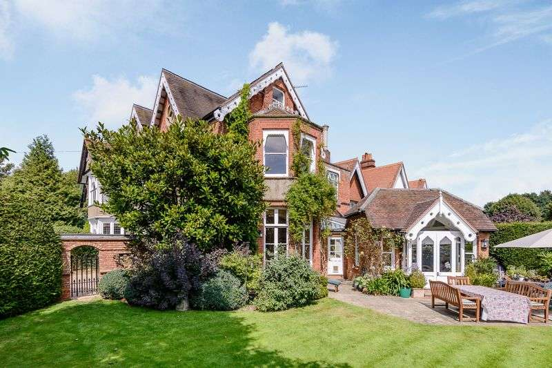 5 Bedrooms Semi Detached House for sale in Marlow