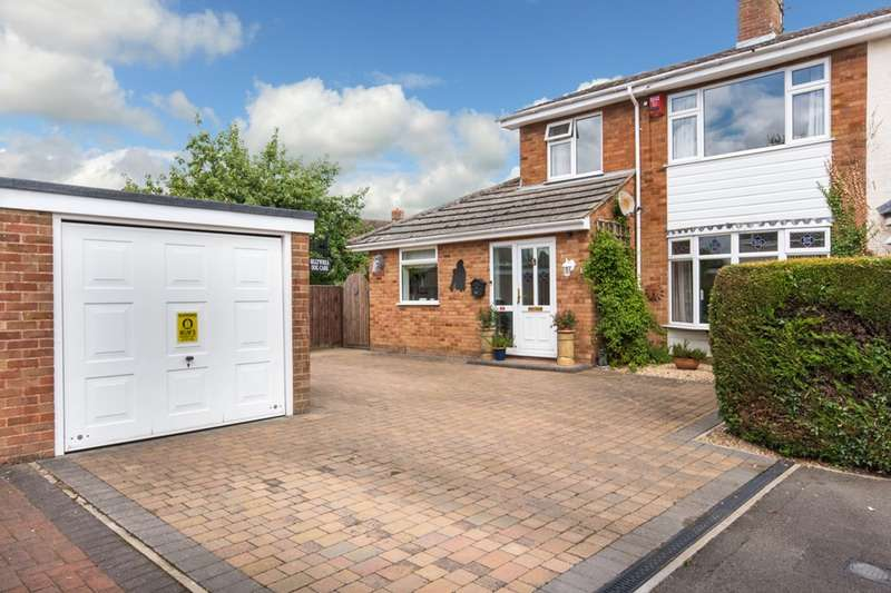 4 Bedrooms Semi Detached House for sale in Middle Field, Weston Turville, Buckinghamshire, HP22