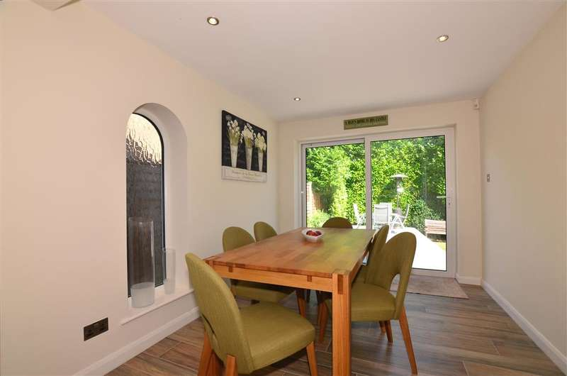 4 Bedrooms Detached House for sale in Chequers Court, Strood, Rochester, Kent