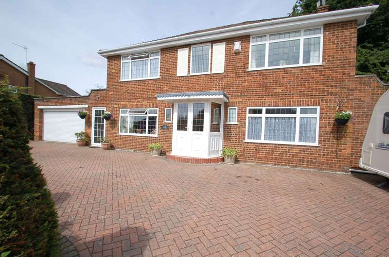 5 Bedrooms Detached House for sale in Kew Grove, Daws Hill, HP11