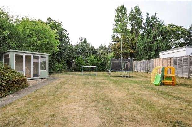 3 Bedrooms Detached House for sale in The Mead, WALLINGTON, Surrey, SM6 9DU