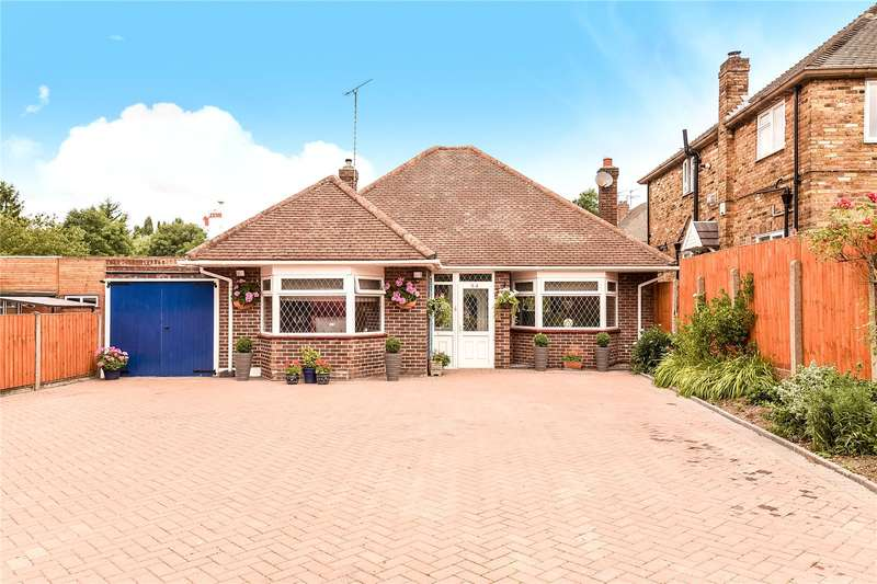 3 Bedrooms Bungalow for sale in Ickenham Road, Ruislip, Middlesex, HA4