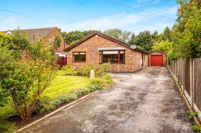 3 Bedrooms Bungalow for sale in Buttermere Avenue, Ellesmere Port, Cheshire, CH65