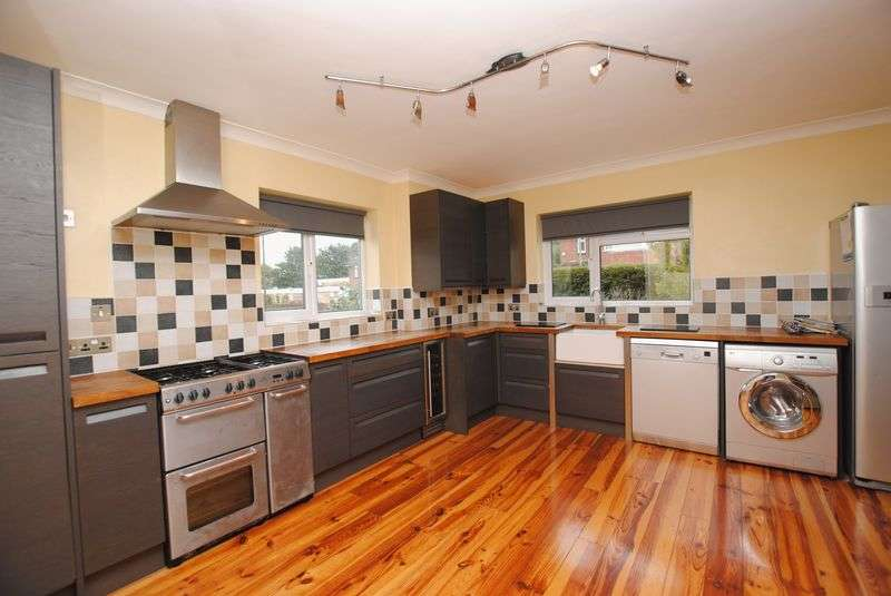 2 Bedrooms Flat for sale in Station Road, Netley Abbey
