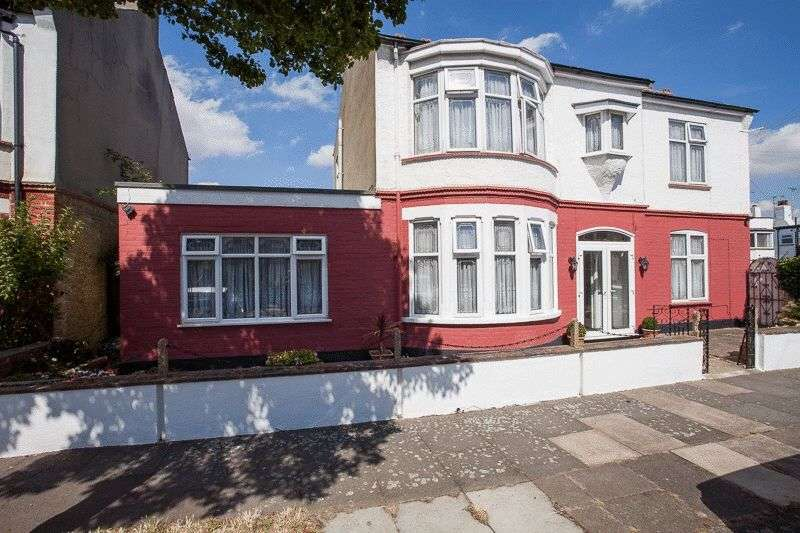 4 Bedrooms Detached House for sale in Silversea Drive, Chalkwell Park Area