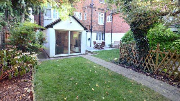 2 Bedrooms Maisonette Flat for sale in Grenfell Road, Maidenhead, Berkshire