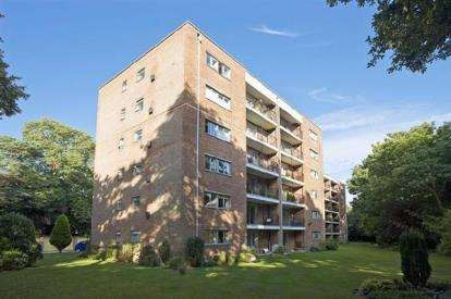 2 Bedrooms Flat for sale in Branksome Park, Poole, Dorset