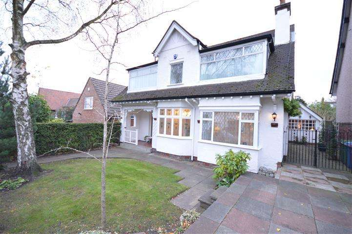 4 Bedrooms Detached House for sale in Hollytree Road, Woolton, Liverpool, L25